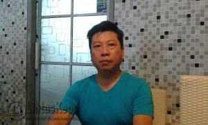 Pemilik Usaha Restaurant Hanly Cafe, Handany Sehan saat menjelaskan menu andalan resto.