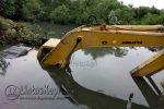 Sebuah Alat Berat Tenggelam di Bakau