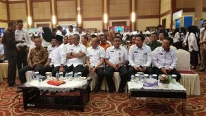Tampak Bupati Natuna Drs. H. Abdul Hamid Rizal, MSi., bersama Bupati dan Walikota di Kepri saat menghadiri penyerahan DPA Kepri tahun anggaran 2018.