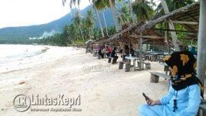 Pantai Tanjung tampak sepi dari aktivitas para pengunjung.