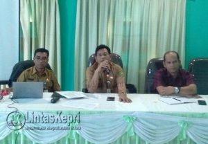 Kadis PMD Natuna, Indra Joni (tengah) saat membuka Fasilitasi Input Data APBDes 2018.