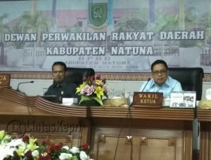 Ketua beserta Wakil Ketua ll DPRD Natuna saat memimpin rapat.