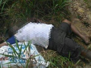Jasad korban saat ditemukan sudah membusuk dan dikerumuni lalat.