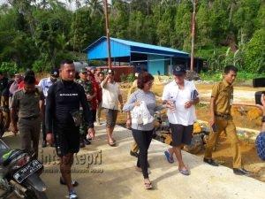 Rombongan Menteri Susi saat tiba di Kecamatan Pulau Tiga, Natuna.