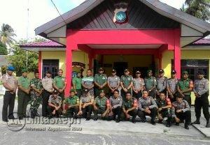 Foto bersama usai silahturahmi ke Polsek Bunguran Barat.