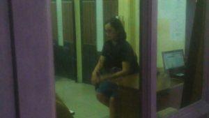 Korban saat berada disalah satu ruangan Mapolres Tanjungpinang.