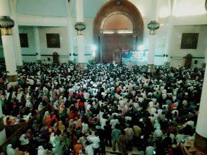 Ribuan jemaah memadati Masjid Agung Natuna, untuk mendengarkan tausiah Ustadz Abdul Somad.