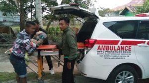 Ketua FKPS Sugianto tampak sibuk mengurus keberangkatan Neisya ke Tanjungpinang.