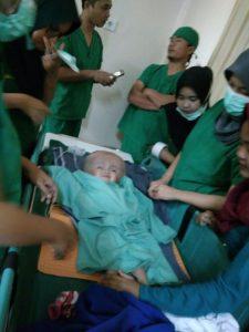 Neisya saat menjalani operasi pertama di RSUP Tanjungpinang.