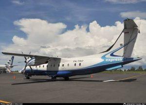 Pesawat Express Air saat berada di Bandara Incluve Sipil Natuna.