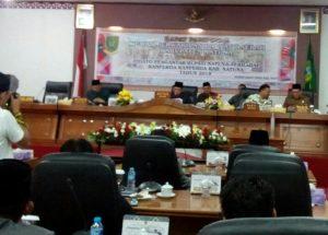 Suasana Rapat Penyampaikan Tujuh Ranperda oleh Pemkab Natuna.
