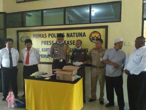 Kapolres Natuna AKBP Nugroho Dwi Karyanto (tengah), saat memimpin pemusnahan barang bukti sabu-sabu di Mapolres Natuna.