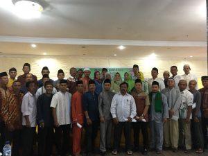Ketum Among Mitro Natuna foto bersama para pengurus dan anggota.