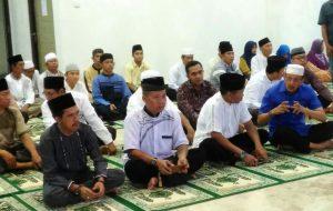Bupati dan Ketua DPRD Natuna beserta para jamaah yang hadir.