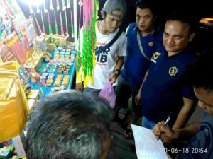 Tim Gabungan Polres Natuna saat melakukan pendataan terhadap pedagang petasan di Ranai.