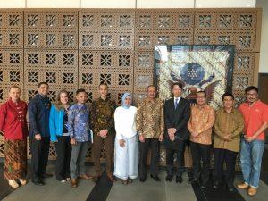 Bupati Natuna Hamid Rizal ditemani Kabag Antar Lembaga Natuna, Ronnie Indra, saat mengunjungi Kedubes Amerika di Jakarta.