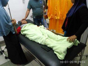 Korban selamat saat mendapatkan perawatan medis di ruang IGD RSUD Natuna.
