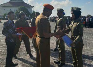 Bupati Natuna berikan ucapan selamat kepada Anggota Satpol PP baru.