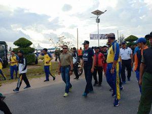 Bupati Natuna bersama pimpinan FKPD dan masyarakat saat mengikuti Jalan Santai.