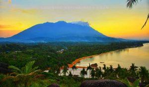 Salah satu foto pemandangan alam Natuna, karya Naen Noan.