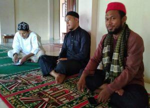 Palillah bersama dua orang Ustadz lainnya.