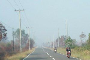 Tampak kabut asap menghiasi langit di Daerah Pian Padang, Desa Cemaga Selatan, Kecamatan Bunguran Selatan.