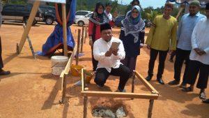 Wakil Ketua I DPRD Natuna, Hadi Candra, ikut meletakkan batu pertama pembangunan SDIT Ranai.