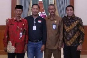 Tampak Kadisdukcapil Natuna, Ilham Kauli bersama para Kadisdukcapil dari daerah lain di Kepri.