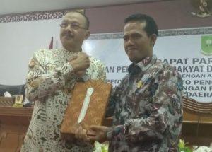 Bupati Natuna serahkan buku LKPJ tahun anggaran 2018 kepada Ketua DPRD Natuna.