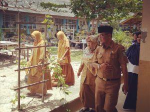 Rombongan saat menuju ke ruang kelas, untuk menyaksikan siswa-siswi mengikuti UNBK.