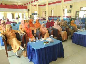 Para peserta dan tamu undangan yang hadir.