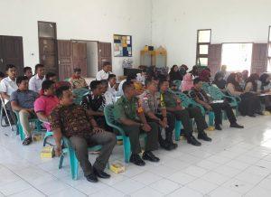 Tampak 2 orang Babinsa Kelarik beserta tamu undangan lainnya saat menghadiri Bimtek PPS di Bunguran Utara.