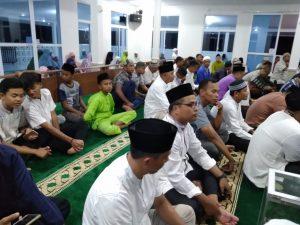 Para jamaah yang hadir di Masjid Mina Lanud RSA Ranai.