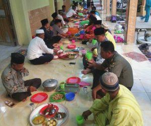 Buka puasa bersama di Masjid Ar-Raja'a Desa Seluan Barat.