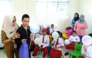 Para siswa-siswi Sekolah Luar Biasa Natuna, saat mendapat kunjungan dari Dinas Sosial.