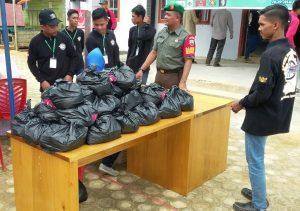 Bantuan paket sembako untuk warga kurang mampu di Desa Mekar Jaya.