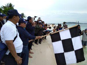 Gubernur Kepri Nurdin Basirun, saat membuka secara resmi perlombaan pada Festival Pulau Senua 2019.