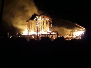 Tampak rumah Ibu Meri, warga Desa Tanjung Kumbik Kecamatan Pulau Tiga Barat, saat terbakar.