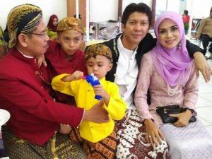 Syaifullah bersama keluarga tercintanya.