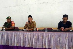 Tampak Babinsa Semedang Serda Saifullah Torang, saat menghadiri kegiatan Sosialisasi.