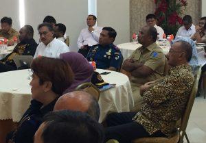 Bupati Natuna Abdul Hamid Rizal, tampak menghadiri Rakor Evaluasi dan Optimalisasi Program Tol Laut dan Jembatan Udara, yang digelar oleh Kemenko Maritim RI di Makassar.