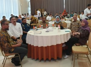 Bupati Natuna Abdul Hamid Rizal tampak duduk diantara para tamu undangan lainnya.