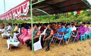Tampak Babinsa Gunung Putri Serda Muchadlir dan Babinsa Sedarat Baru Kopda Pamujiono, duduk bersama tamu undangan lainnya.
