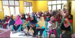 Para KPM yang hadir di Aula Kantor Kecamatan Serasan.