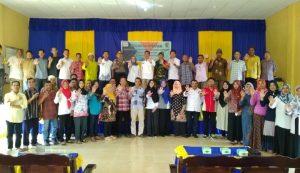 Foto bersama usai membentuk Kelurahan/Desa Bebas Kekerasan di Desa Hilir.