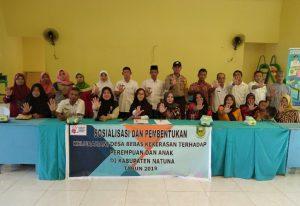 Foto bersama usai pembentukan Kelurahan/Desa Bebas Kekerasan di Desa Tanjung Balau.