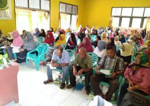Peserta pendataan IR dan masyarakat yang hadir.