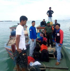 Perjalanan menuju Desa Selaut, dengan menggunakan perahu motor alias pompong.