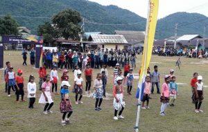 Sebuah pertunjukan tari yang dibawakan oleh anak-anak dari Kecamatan Pulau Tiga Barat.