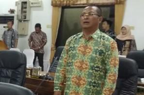 Anggota Komisi I DPRD Natuna, Joharis Ibro, saat menghadiri rapat paripurna.